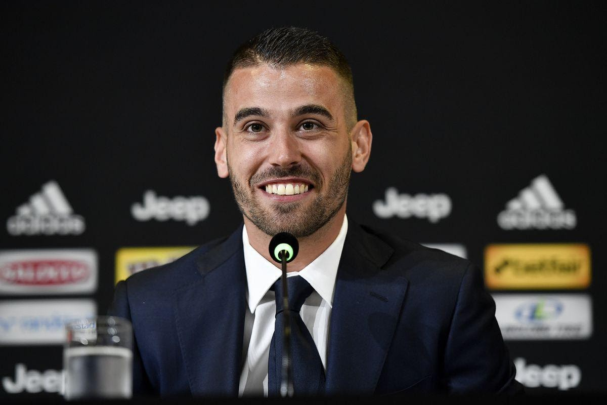 Spinazzola trong buổi họp báo ra mắt Juventus